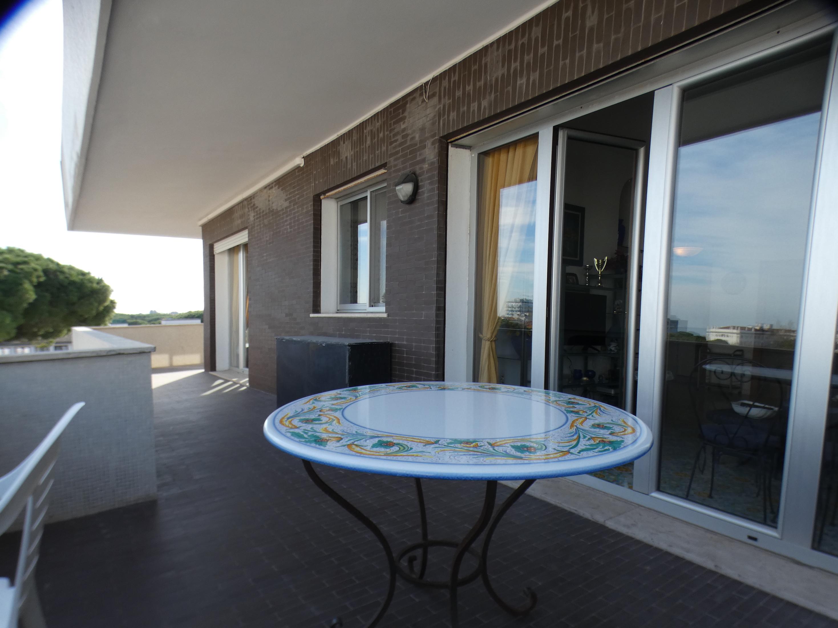 RICCIONE CENTRO, luminoso appartamento a 300mt dal mare in vendita
