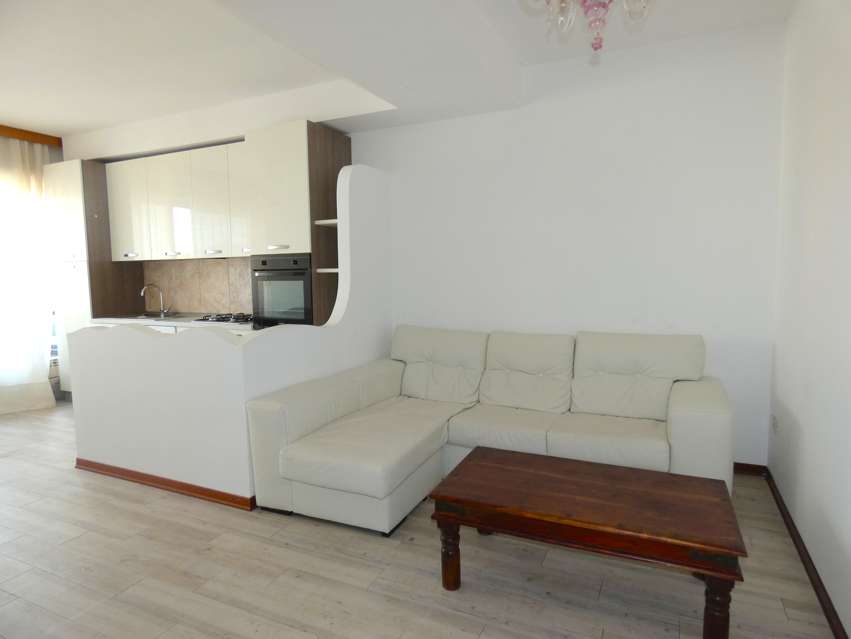RICCIONE ABISSINIA, Appartamento con terrazzo e posto auto AFFITTO STAGIONALE