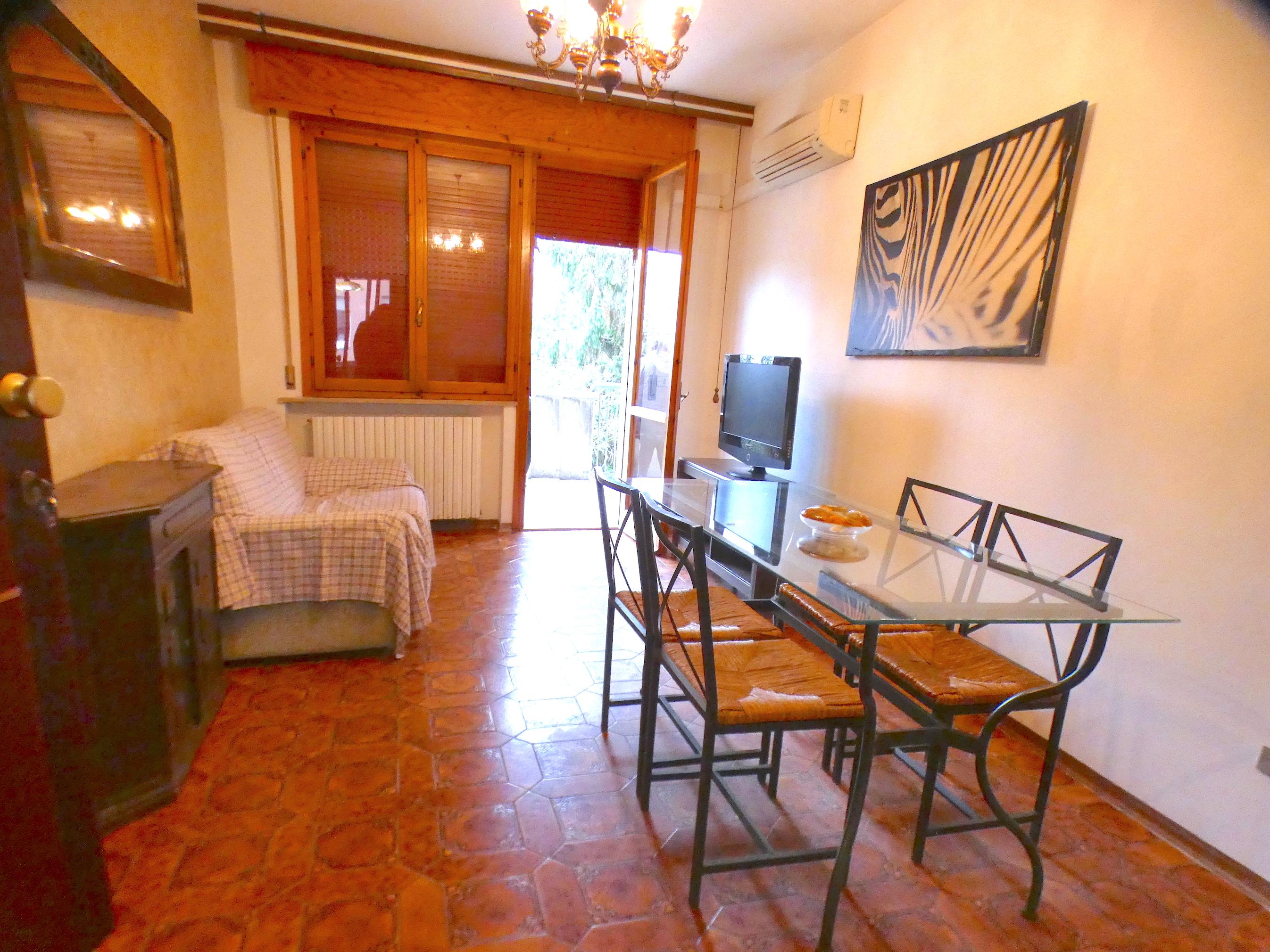 RICCIONE PUNTA DELL'EST, 4 locali terrazzo e ingresso indipendente in vendita