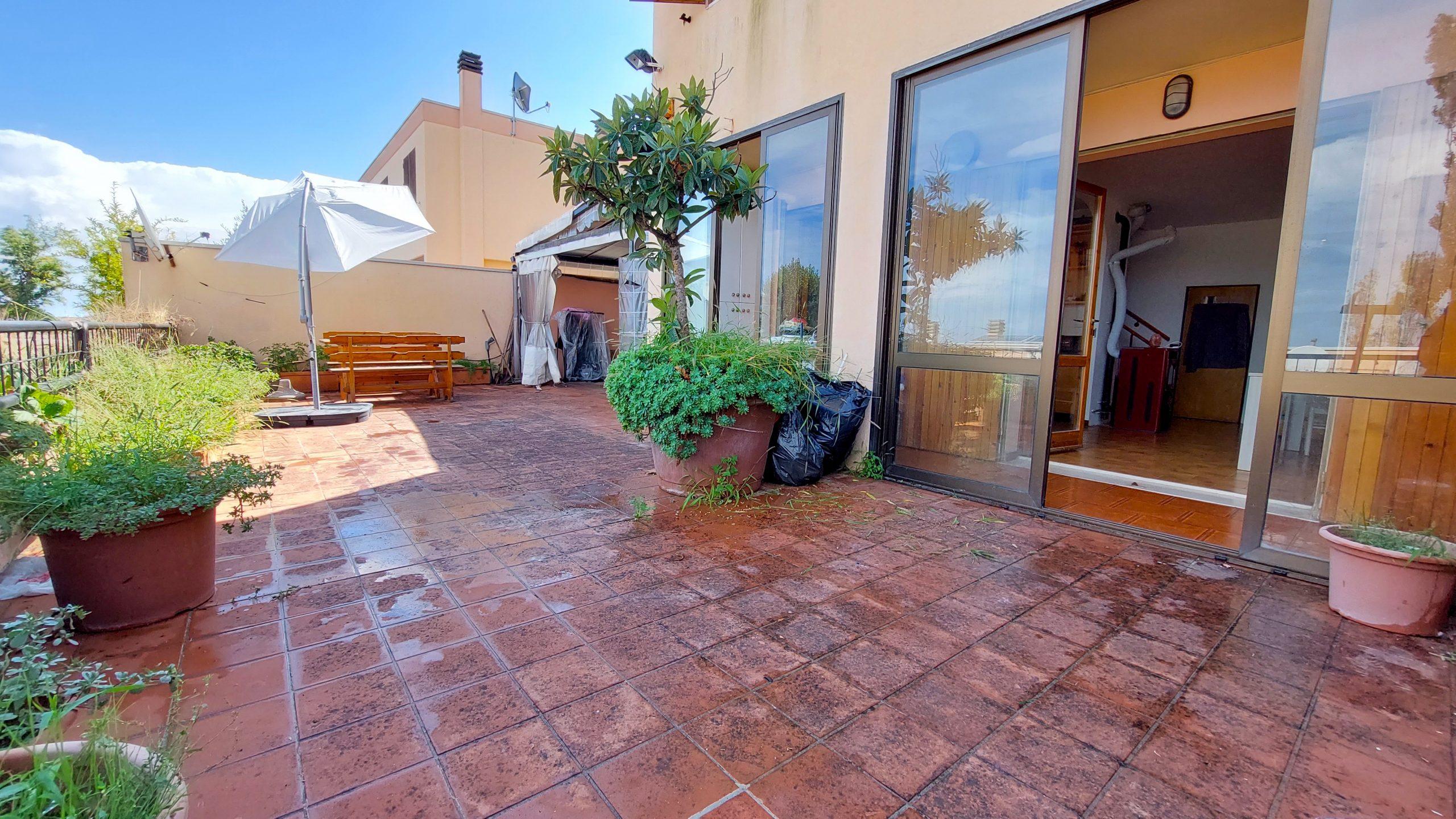 RICCIONE COLLE DEI PINI, Villa a schiera 3 camere con posto auto doppio