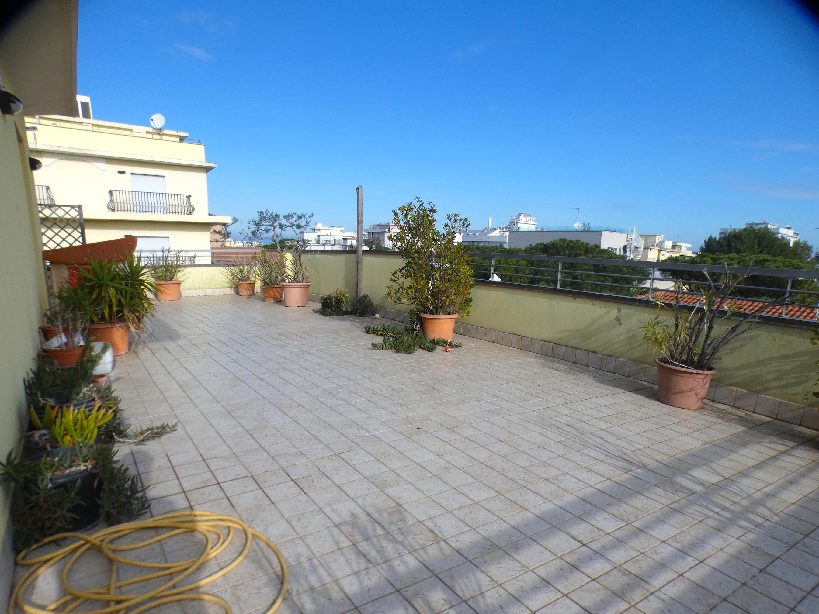 RICCIONE ALBA, attico su due livelli con terrazzo vista mare