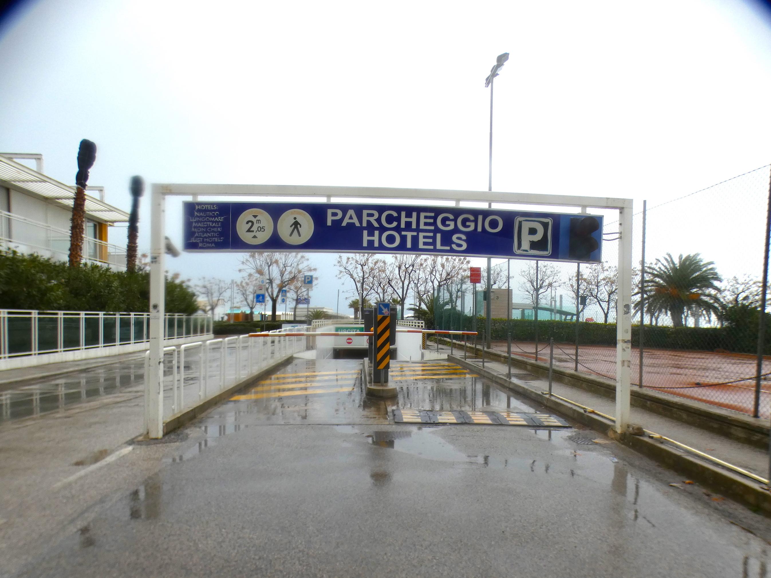 RICCIONE CENTRO, posto auto coperto lato mare