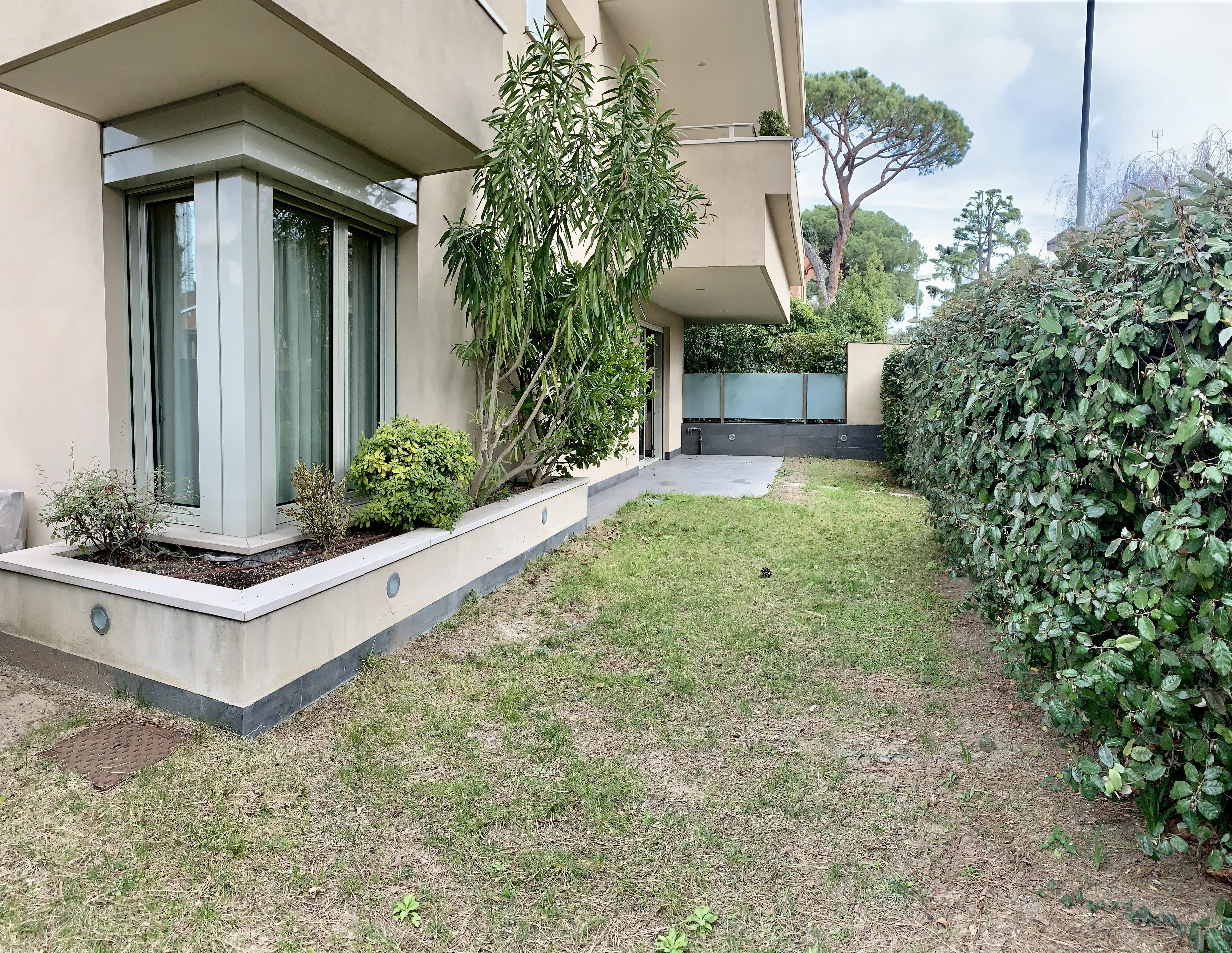 RICCIONE ABISSINIA , Trilocale con giardino privato in affitto stagionale