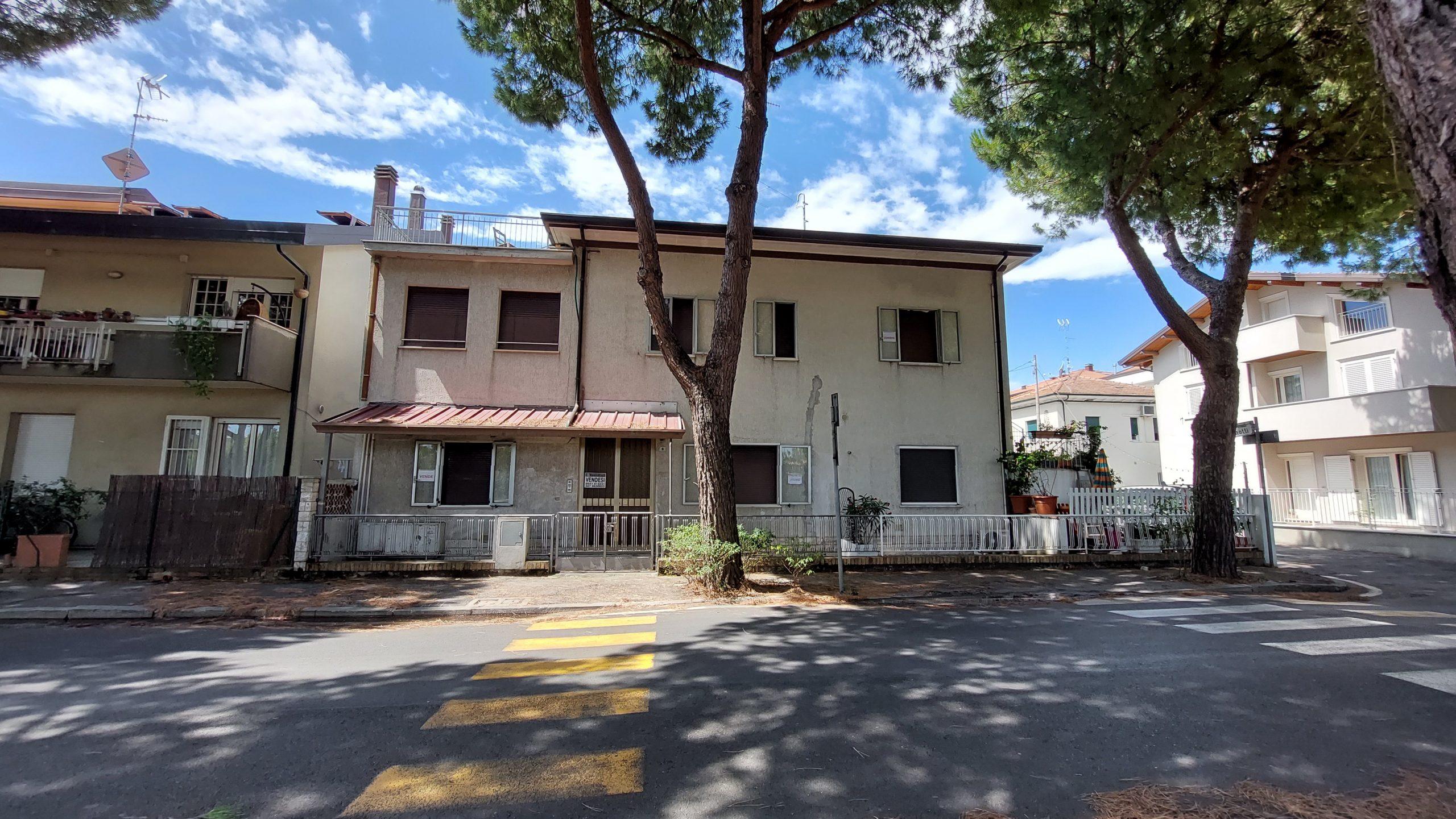 RICCIONE VICINANZE ABISSINIA, porzione di villa su 2 livelli in vendita