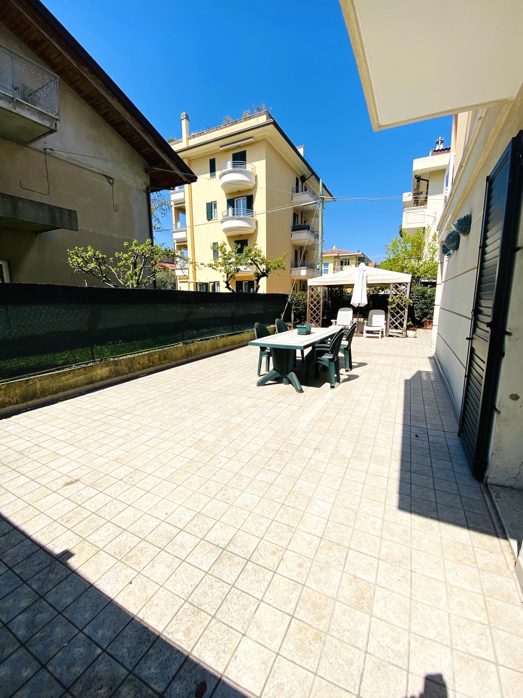 RICCIONE PORTO, appartamento con meraviglioso giardino privato