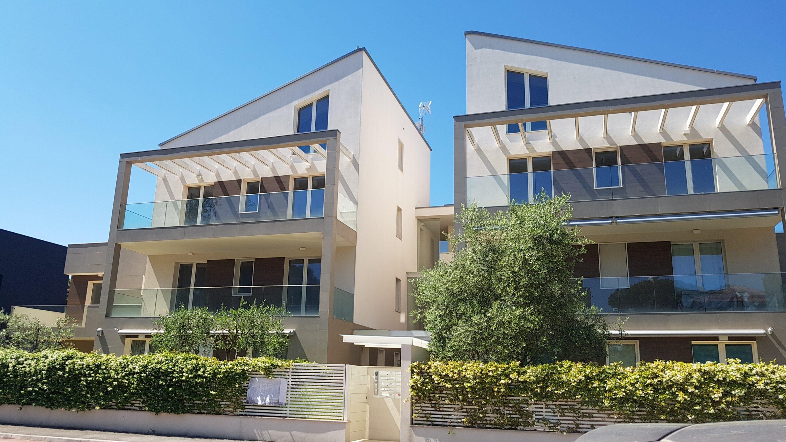 RICCIONE CECCARINI ALTA, 4 locali con giardino privato in vendita