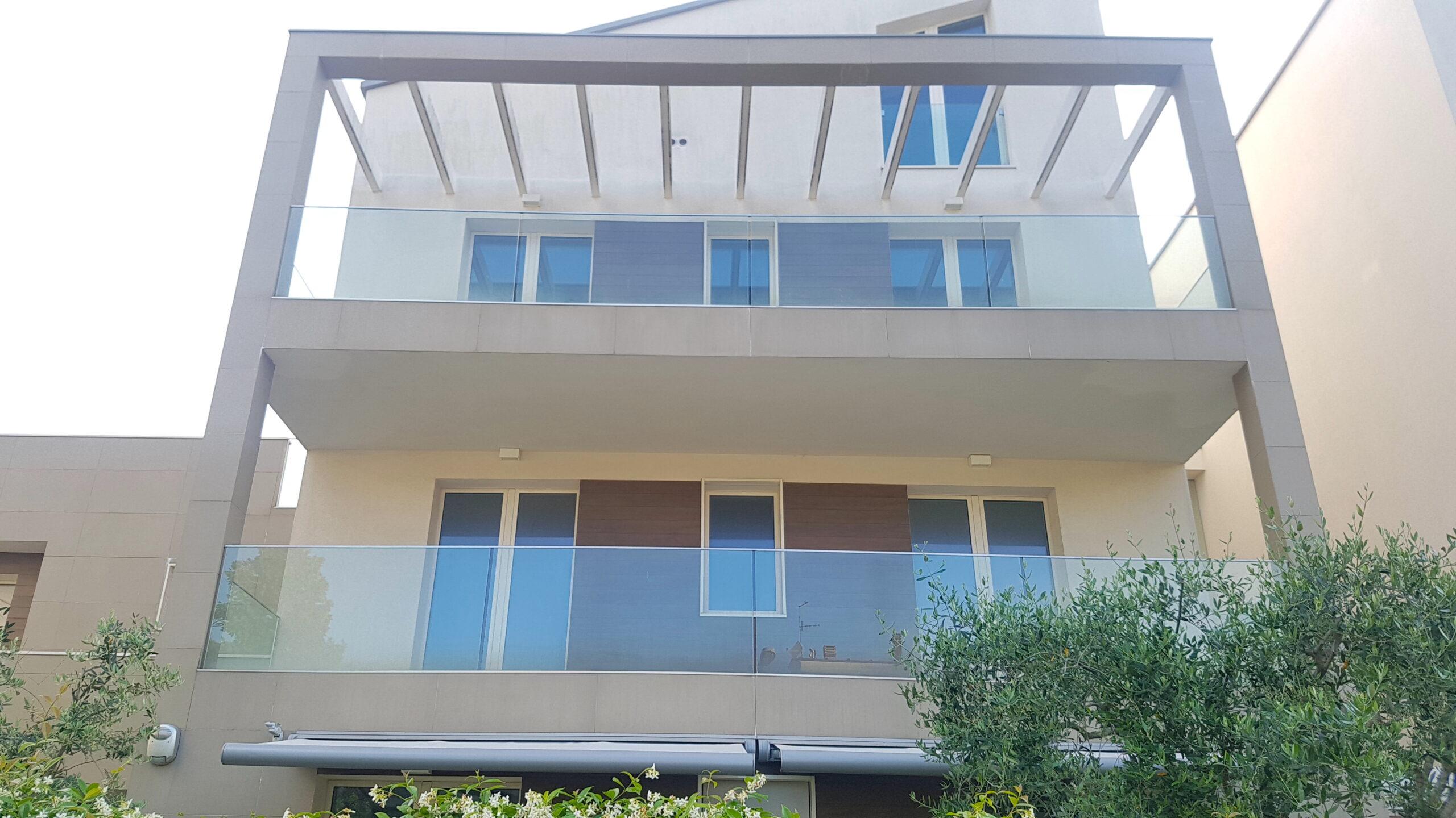 RICCIONE CECCARINI ALTA, 4 locali con terrazzo e box in vendita