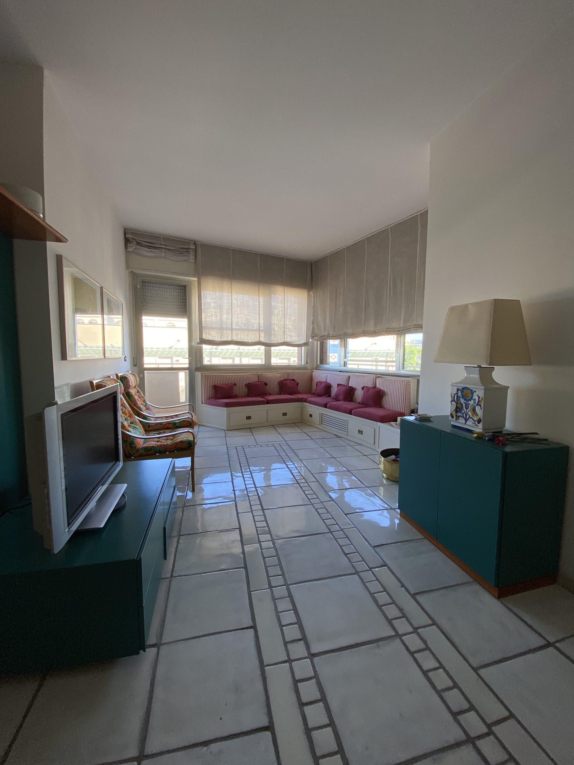 BELLARIVA, spazioso appartamento con terrazzi abitabili.