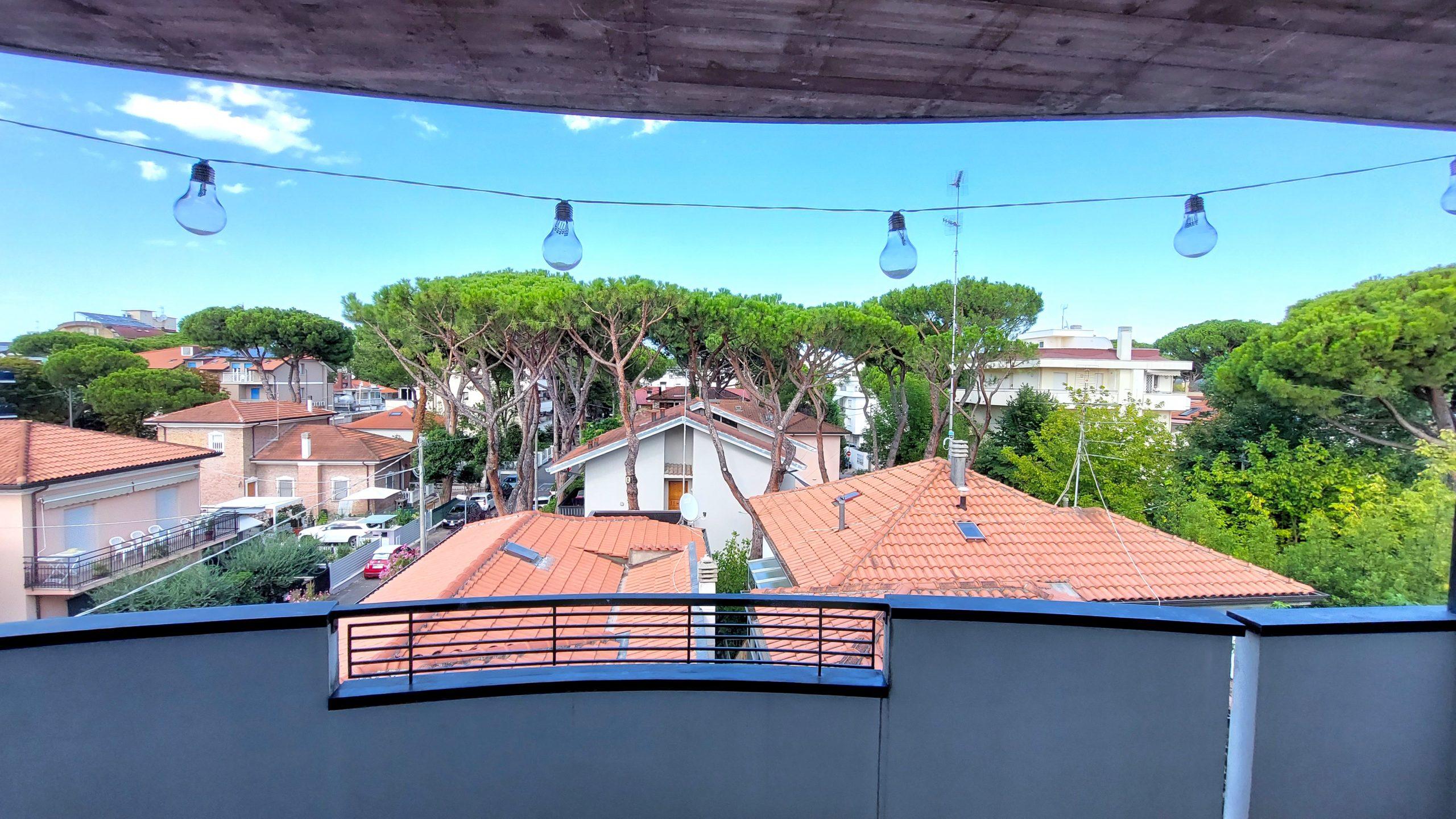 RICCIONE ALBA, app. piano alto terrazzo abitabile in vendita