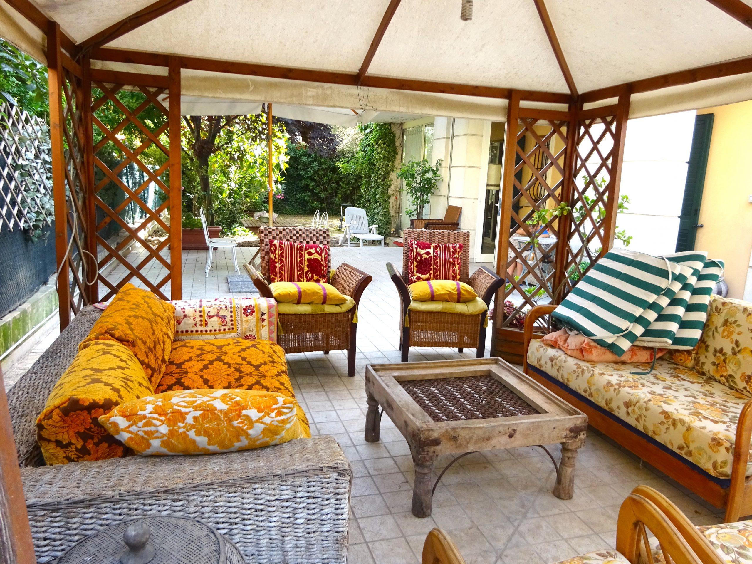 RICCIONE PORTO, trilocale con ampio giardino e box in vendita