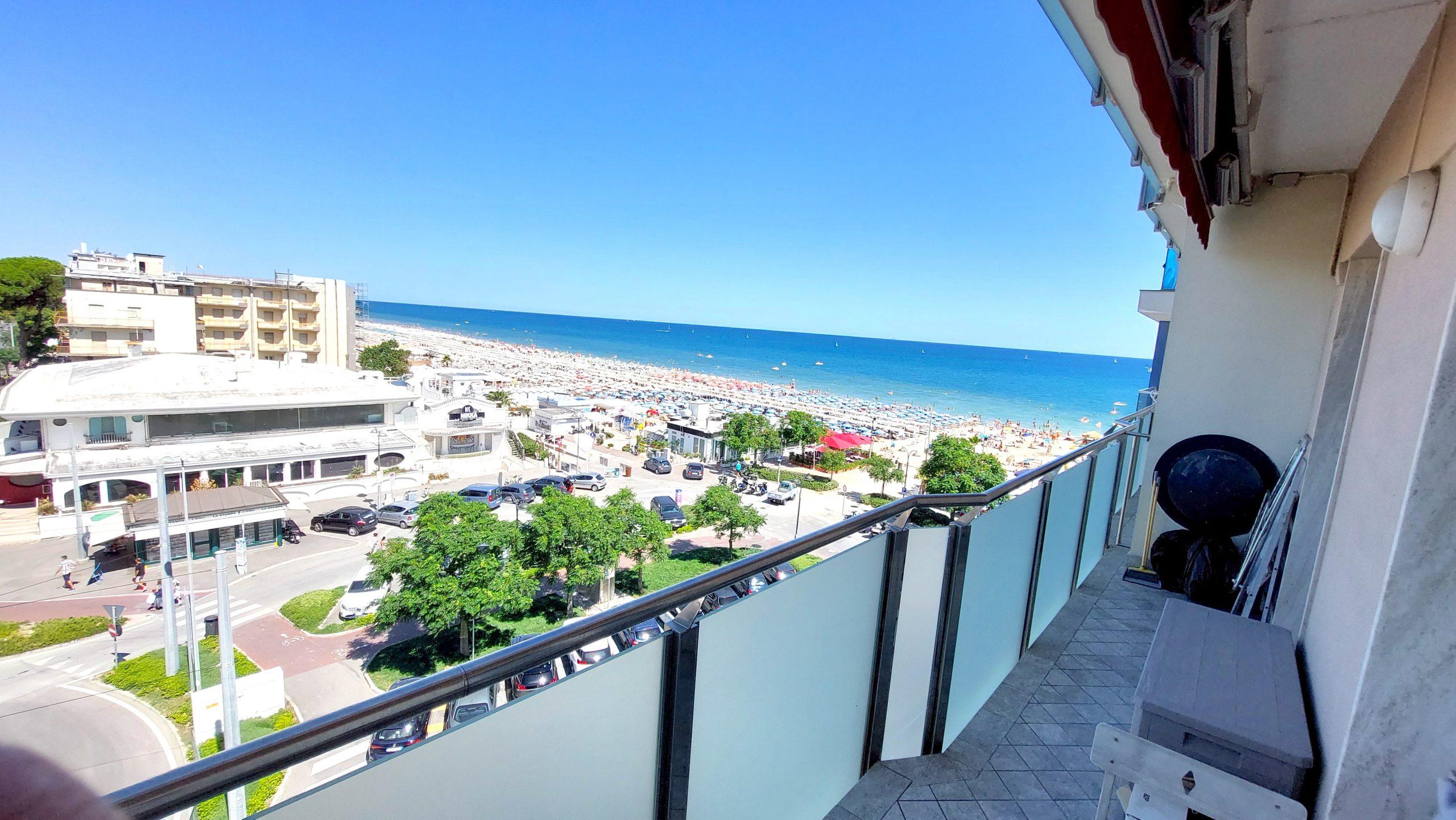 RICCIONE ALBA MARE, Vista mare 2 camere 2 wc ristrutturato in vendita