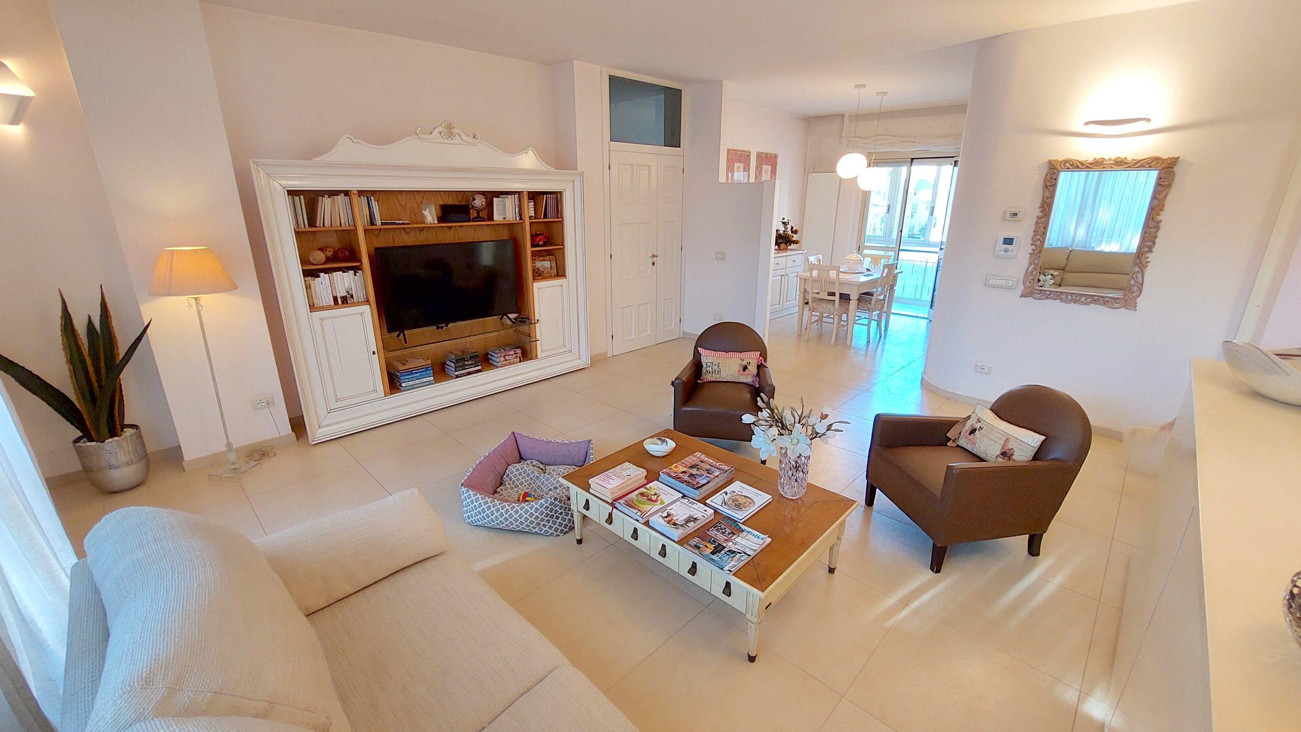 RICCIONE ALBA-PORTO, 4 locali ristrutturato con terrazzo in vendita